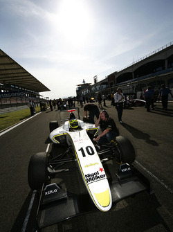 Nigel Melker on pole position on the grid