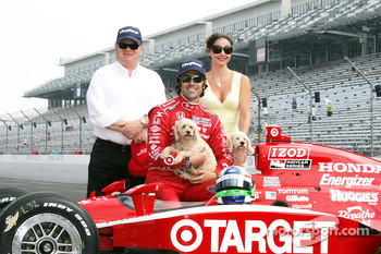 2010 Indianapolis 500 Champion Dario Franchitti, Target Chip Ganassi Racing,wife Ashley Judd and Team Owner Chip Ganassi