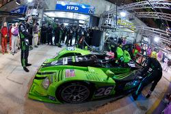 Rear wing change for #26 Highcroft Racing HPD ARX.01: David Brabham, Marino Franchitti, Marco Werner