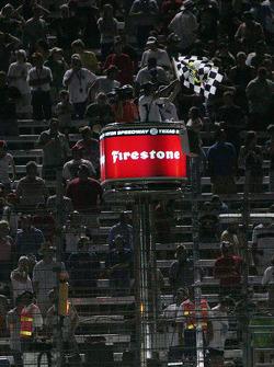 Checked flag for Ryan Briscoe, Team Penske