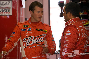 Kasey Kahne, Richard Petty Motorsports Ford and Juan Pablo Montoya, Earnhardt Ganassi Racing Chevrolet