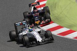 Felipe Massa, Williams FW38 and Daniil Kvyat, Scuderia Toro Rosso STR11 battle for position