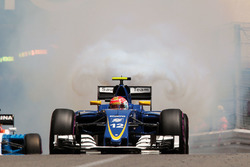 Felipe Nasr, Sauber C35 with a blown engine during qualifying
