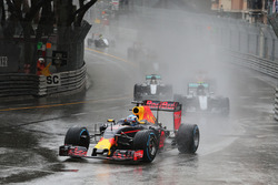 Daniel Ricciardo, Red Bull Racing RB12 leads