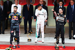 Подіум: Переможець Льюїс Хемілтон,, Mercedes AMG F1, друг місце Даніель Ріккардо, Red Bull Racing, третє місце Серхіо Перес, Sahara Force India