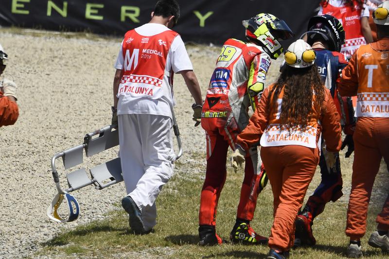 [Image: motogp-catalan-gp-2016-andrea-iannone-du...racing.jpg]