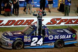 Race winner Kyle Larson, GMS Racing Chevrolet