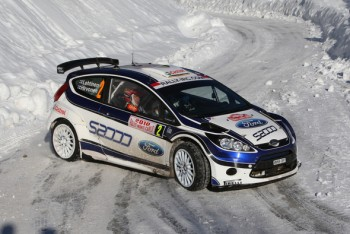 Jarmo Lehtinen guides Mikko Hirvonen through the snow in a Ford