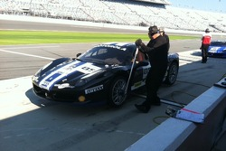 Dave Cortez torques the left front wheel on John Farano's Ferrari Challenge 458 Italia GT