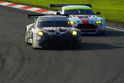 #88 Abu Dhabi Proton Racing Porsche 911 RSR - Ried, Al Qubaisi & Bamber #97 Aston Martin Vantage V8