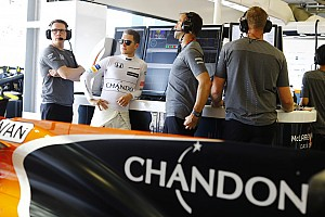 Stop/Go Livefeed Mindkét McLaren kiesett a Q1-ben Bakuban: Wehrlein bent!