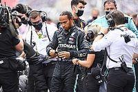 Hamiltonnak annyira fájt a lába, hogy el kellett emelnie a gázról a lábát