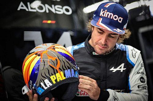 Alonso y el casco especial en homenaje a afectados por volcán