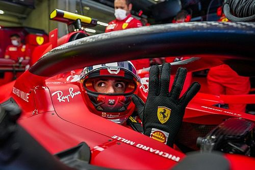 Sainz on Ferrari F1 life: Signing contract in his pyjamas, nervous fans and his breakthrough