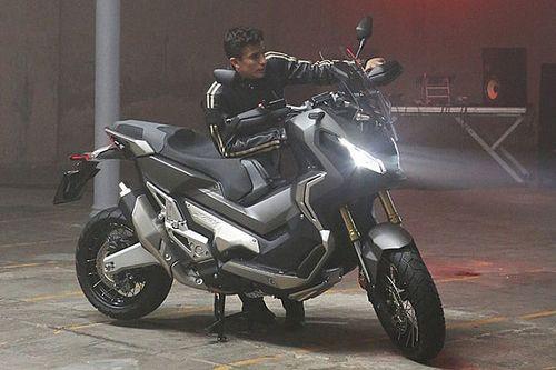 Márquez se saca el carnet de moto y... ¡decepciona al examinador!