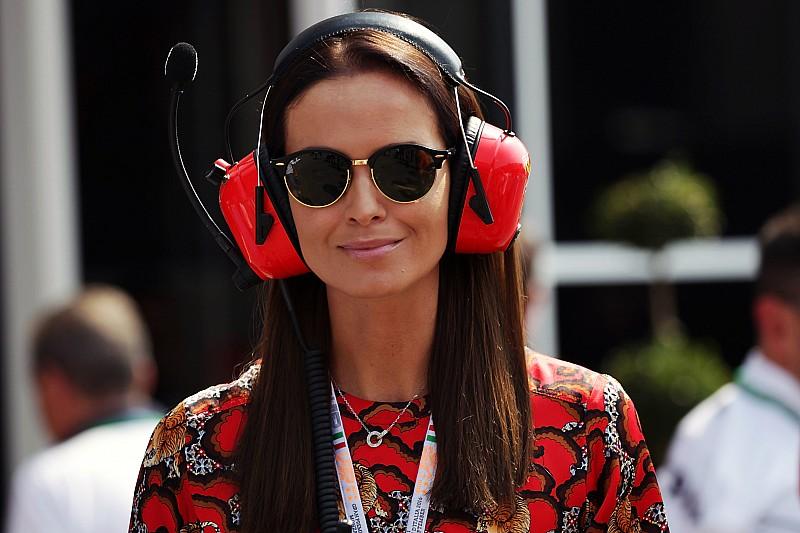 Esposa de Kimi se burla de quejas de Hamilton
