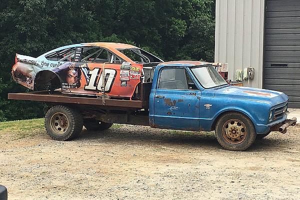 Monster Energy NASCAR Cup Danica Patrick'ın kazalı aracı Dale Jr.'ın otomobil mezarlığında kendine yer buldu