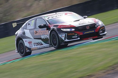 Silverstone BTCC: Cammish fends off Ingram to win opener