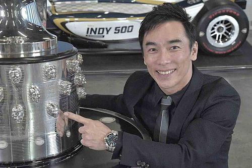"""佐藤琢磨のレリーフ""""2個目""""が入ったインディ500トロフィー除幕。2021年インディ500カラーリングも公開"""