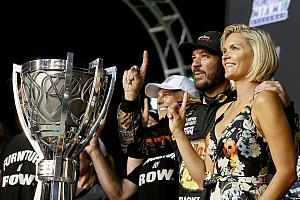 """NASCAR Cup Análise Opinião: Truex prova que """"nunca desistir"""" não é clichê"""