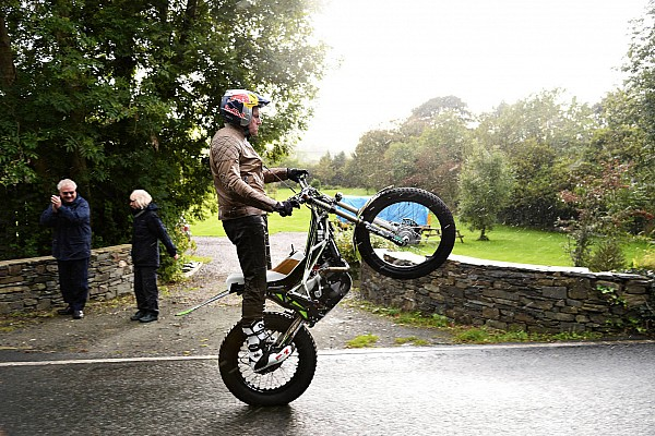 Bildergalerie: Mit Wheelie um den TT-Kurs auf der Isle of Man