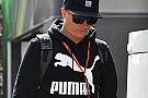 Räikkönen igen lazán érkezett meg a paddockba