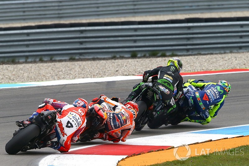 """Rossi: """"Empiezo a pensar que Zarco no sabe adelantar"""""""