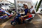Galería: los pilotos de Toro Rosso se divierten con las scooter Honda SH