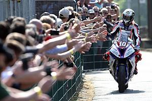 Судьба главной гонки ТТ решилась в дуэли гонщиков BMW и Kawasaki
