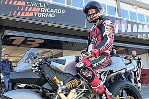 MotoGP Новость Киану Ривз протестировал мотоцикл Vyrus на трассе в Валенсии