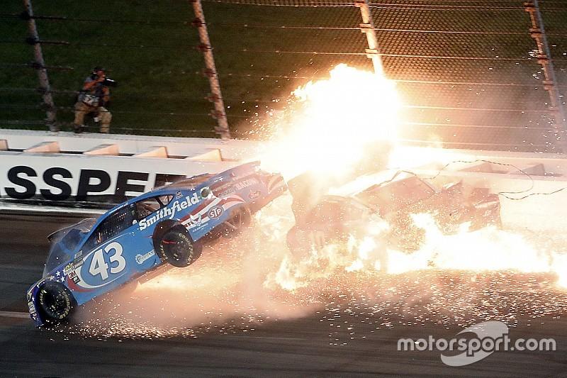 Масивна аварія на етапі NASCAR у Канзасі