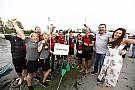 【F1】マクラーレン圧勝! 伝統のイカダレースが復活開催