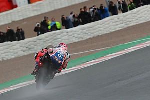 MotoGP, Valencia, Libere 2: la pioggia esalta gli italiani, Petrucci primo e Rossi terzo!