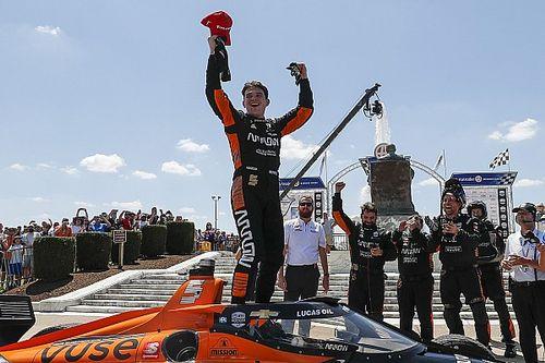 """Indy: Pato O'Ward """"arranca"""" vitória no fim da corrida em Detroit"""