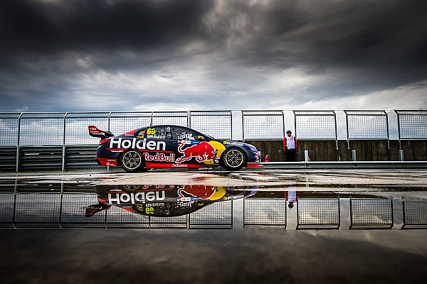 Symmons Plains Supercars: Whincup wins wet and wild pole