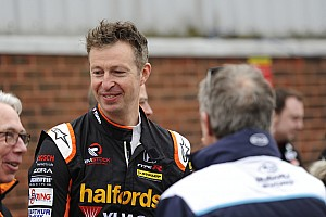 BTCC Race report Thruxton BTCC: Neal beats Turkington to Race 1 win