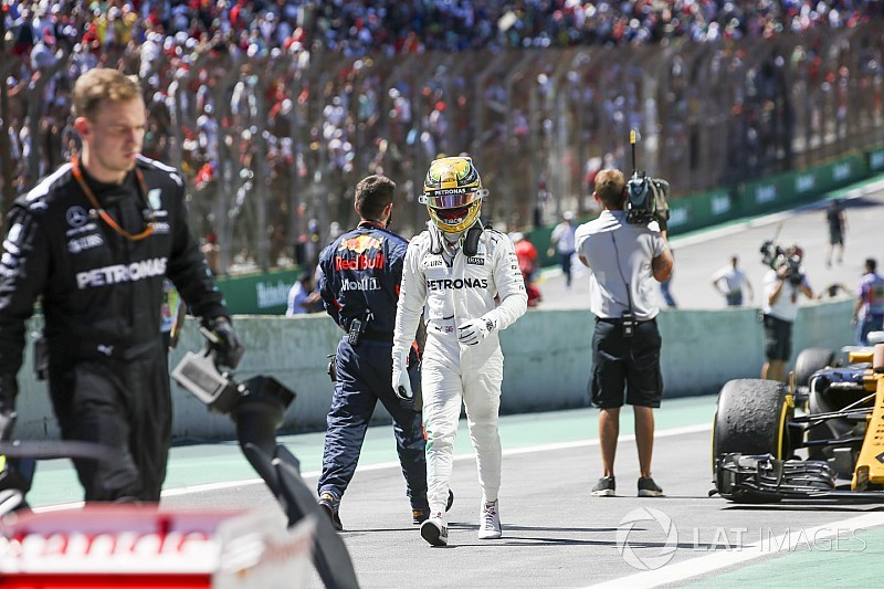 Mercedes, Hamilton'la yarışmaya devam etmek istiyor
