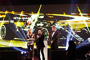 Video: Hamilton en Hakkinen oogsten tijdens Autosport Awards 2018