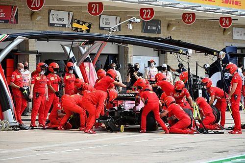 Sainz, molesto con las fallas de Ferrari en los pits