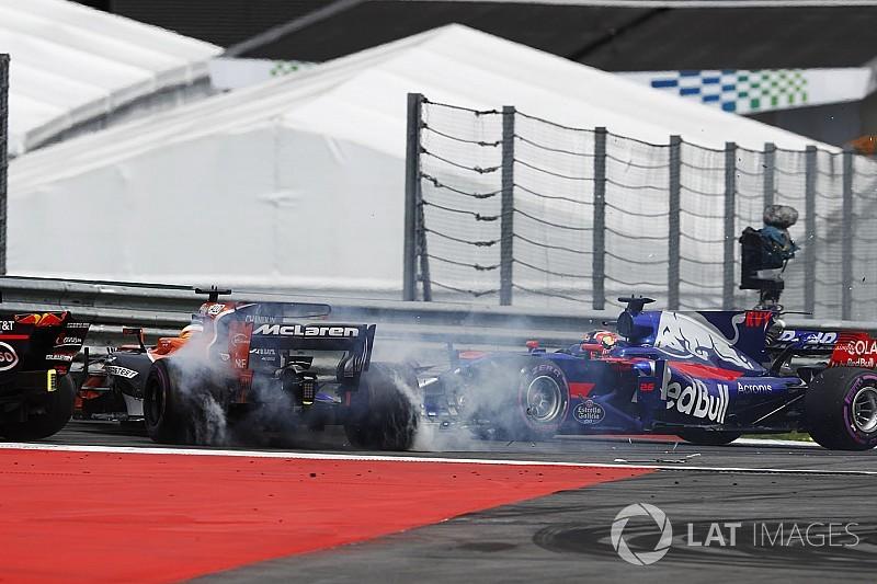 Alonso Kvyat'ı, Kvyat Alonso'yu suçladı