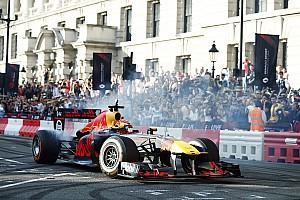 Формула 1 Новость Действующие машины Ф1 допустили к участию в демо-заездах