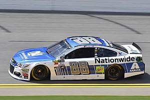 NASCAR Sprint Cup Crónica de Clasificación Dale Earnhardt Jr. toma la pole para la carrera en Daytona y Suárez en 20º