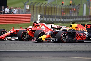Forma-1 BRÉKING Videón, ahogy Verstappen letereli a pályáról Vettelt