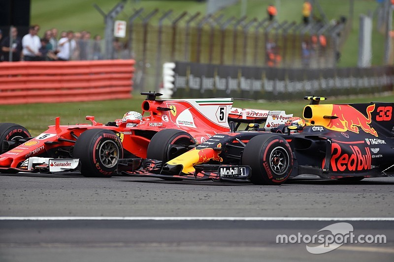 "Vettel: ""Verstappen is nog te fel in de remzones"""