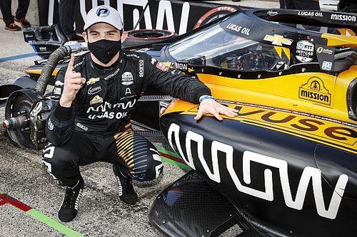 O'Ward logra su primera pole en IndyCar