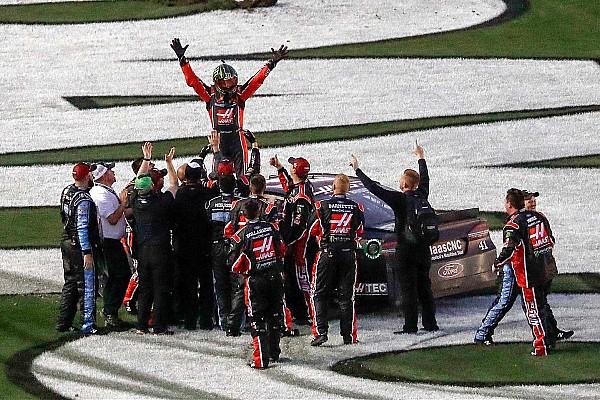 NASCAR Cup Race report Kurt Busch wins the 2017 Daytona 500 with last-lap pass