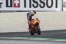 """【MotoGP】KTMのエスパルガロ、ホームでわずか1周リタイアに""""激怒"""""""