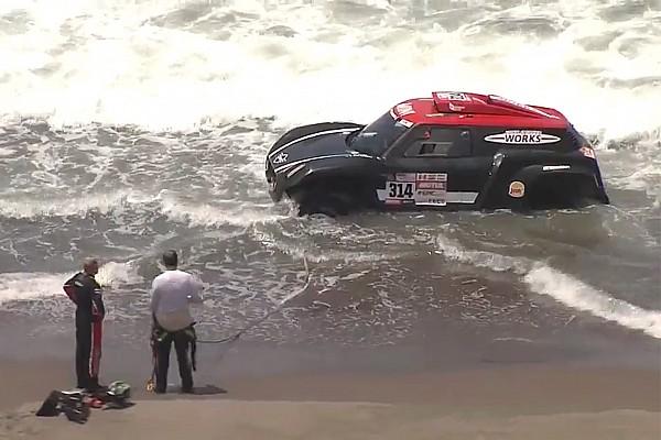 Piloto quase é 'engolido' pelo oceano no Dakar