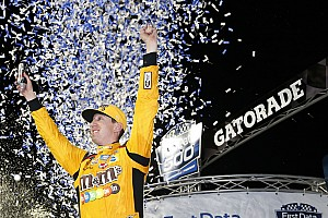 NASCAR Cup Relato da corrida Busch vence prova caótica em Martinsville e vai para final