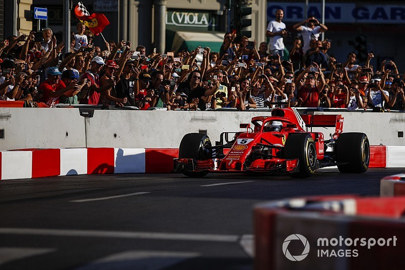 Hatalmas képgaléria a milánói F1-es eseményről: Ferrari, Räikkönen, Vettel... (FRISSÍTVE)